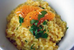 Hier leuchtet der Reis mit den Orangen um die Wette!