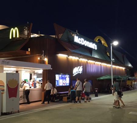Überraschendes auf der Weltausstellung: Ein McDonalds mitten am Expo Gelände