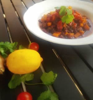 Chili con Jackfruit mit Guacamole und Salsa